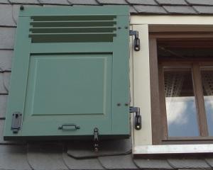 Klappläden Fensterläden vom Fachmann aus Holz oder Aluminium